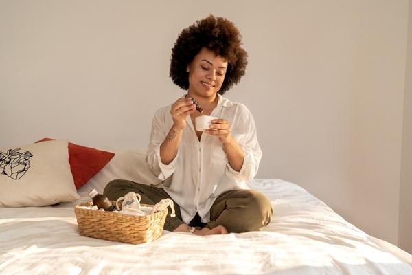 A aromaterapia com óleos essenciais traz muitas vantagens para o autocuidado no inverno!